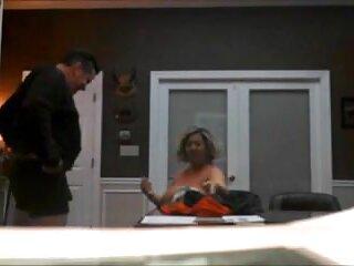 彼は彼の服を持ち上げる 鈴木 一徹 彼女